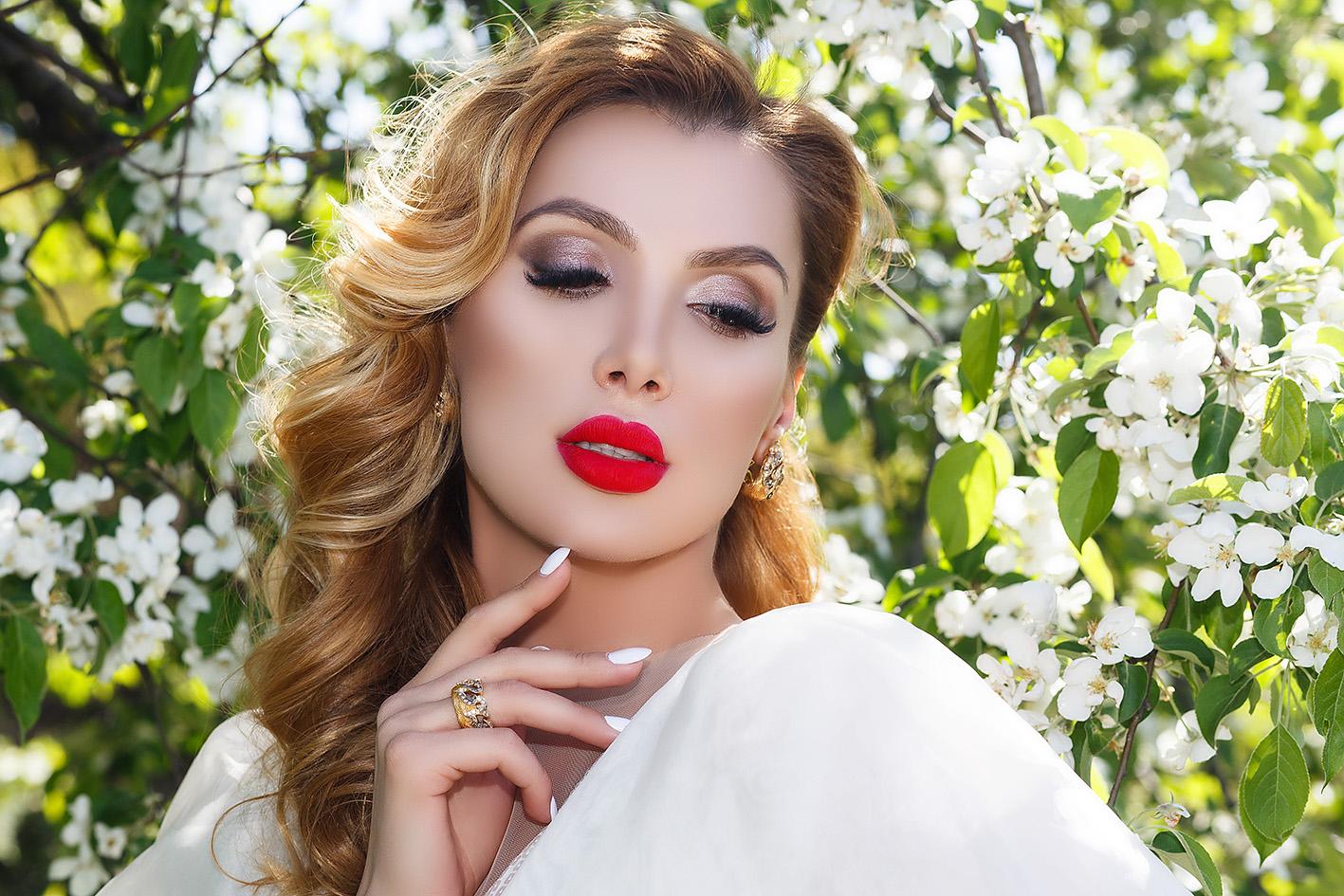 Анна Гомонова